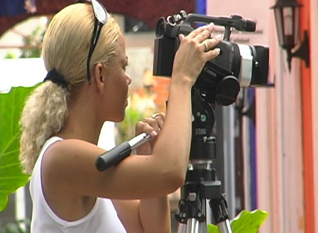 Product picture Stock footage - Camera Woman in Mexico.